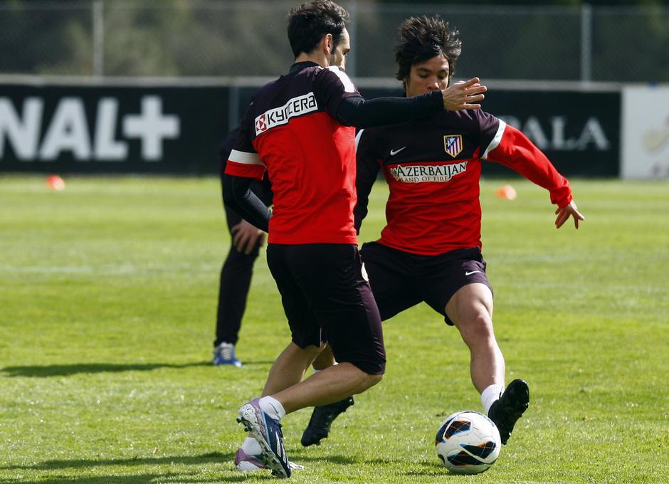 Temporada 12/13. Entrenamiento, Juanfran y Óliver particiando en un rondo en el entrenamiento en la Ciudad Deportiva de Majadahonda