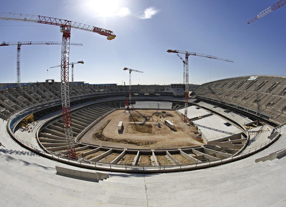 Nuevo Estadio. Vista del terreno de juego desde la grada alta del fondo norte