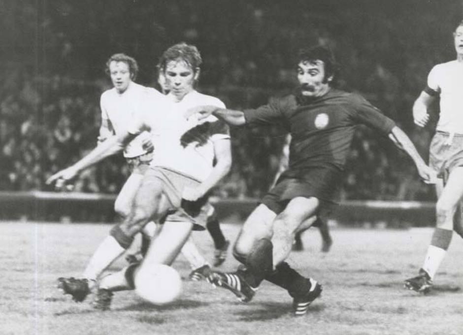 Capón fue internacional con España. En la imagen, marca el gol que hizo con La Roja ante Dinamarca
