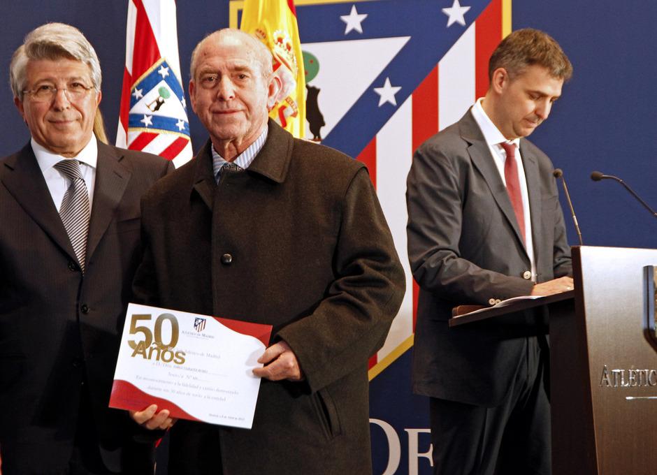 Entrega de insignias de oro a los abonados con 50 años de antigüedad en el club