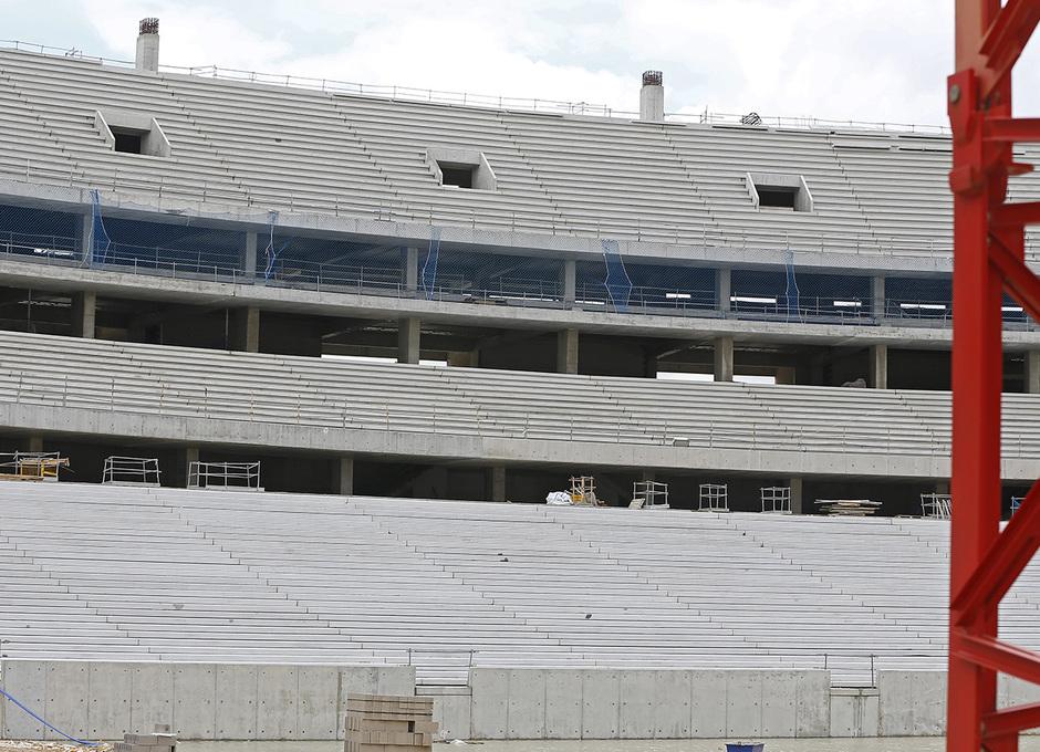 Nuevo estadio. Vista del fondo norte con todos los niveles de grada ya finalizados