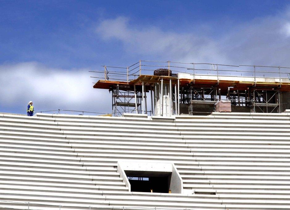 Construcción del punto de apoyo de la cubierta en la Grada Alta