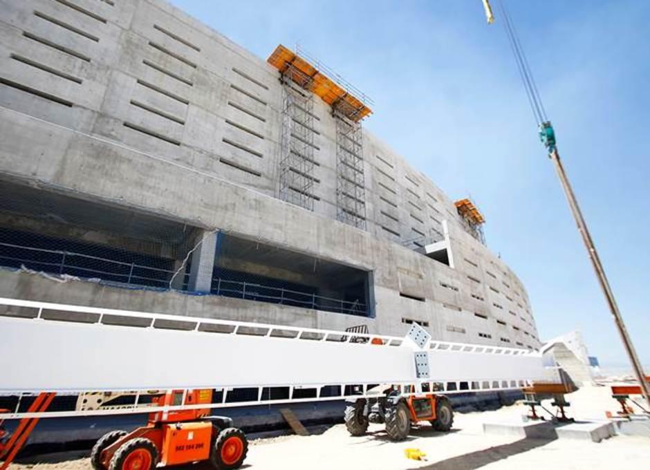 Ensamblaje de la cubierta del nuevo estadio del Atlético de Madrid
