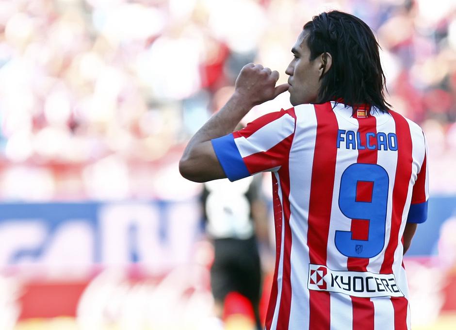 Temporada 12/13. Partido Atlético de Madrid Granada. Falcao celebrando un gol con el dedo en la boca
