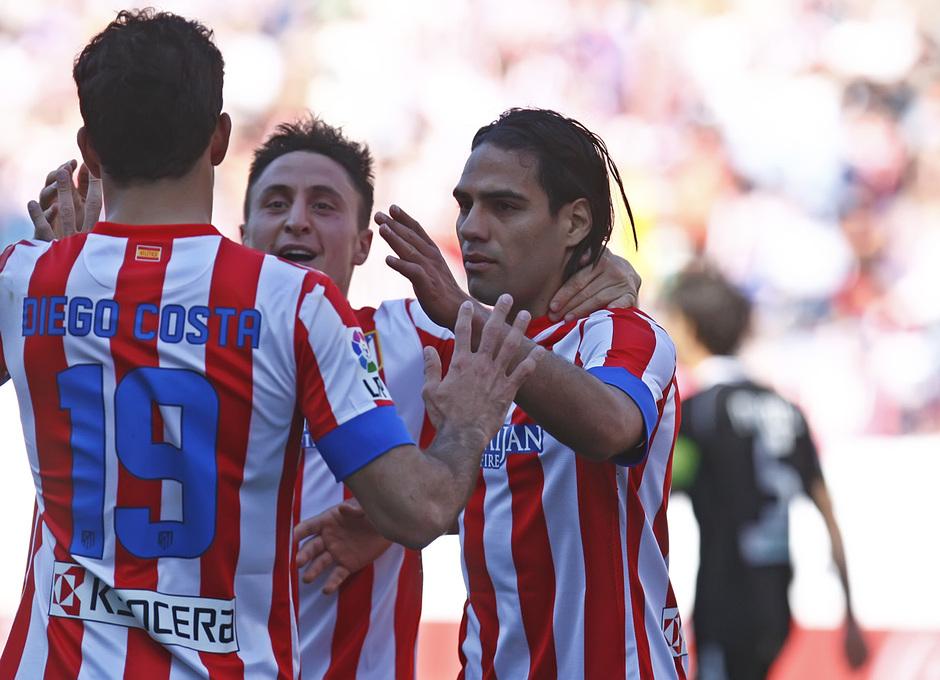 Temporada 12/13. Partido Atlético de Madrid Granada. Falcao Cebolla y Costa celebrando un gol
