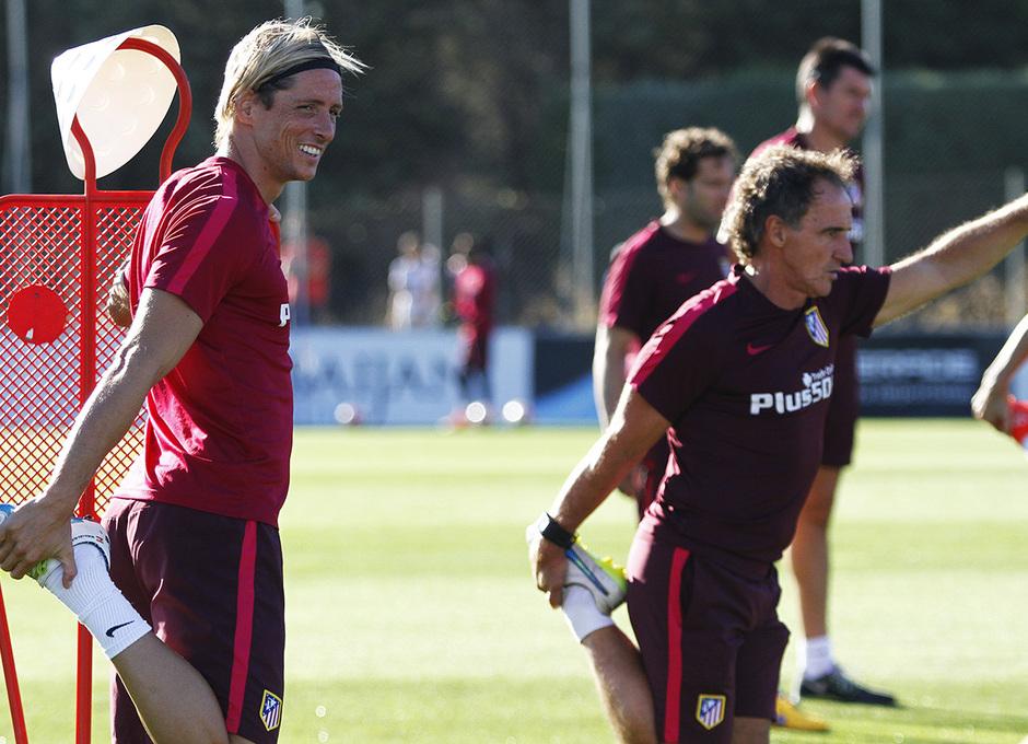 Temporada 16/17. Entrenamiento en la ciudad deportiva Wanda Atletico de Madrid 05_08_2016. Fernando Torres sonriente.