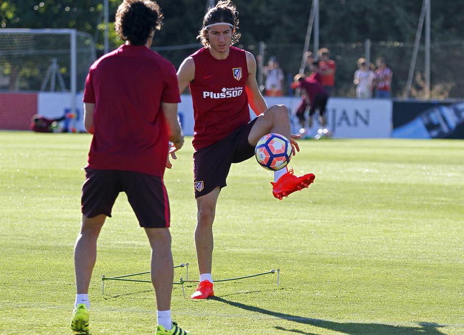 Temporada 16/17. Entrenamiento en la ciudad deportiva Wanda Atletico de Madrid 05_08_2016. Filipe realiza un ejercicio.