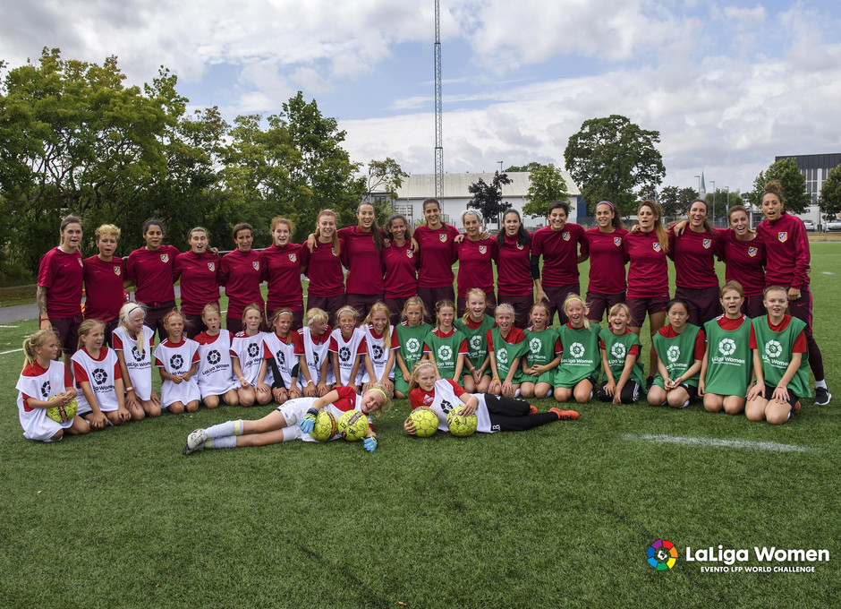 Temp. 2016/2017. Atlético de Madrid Femenino clinic en Linköping