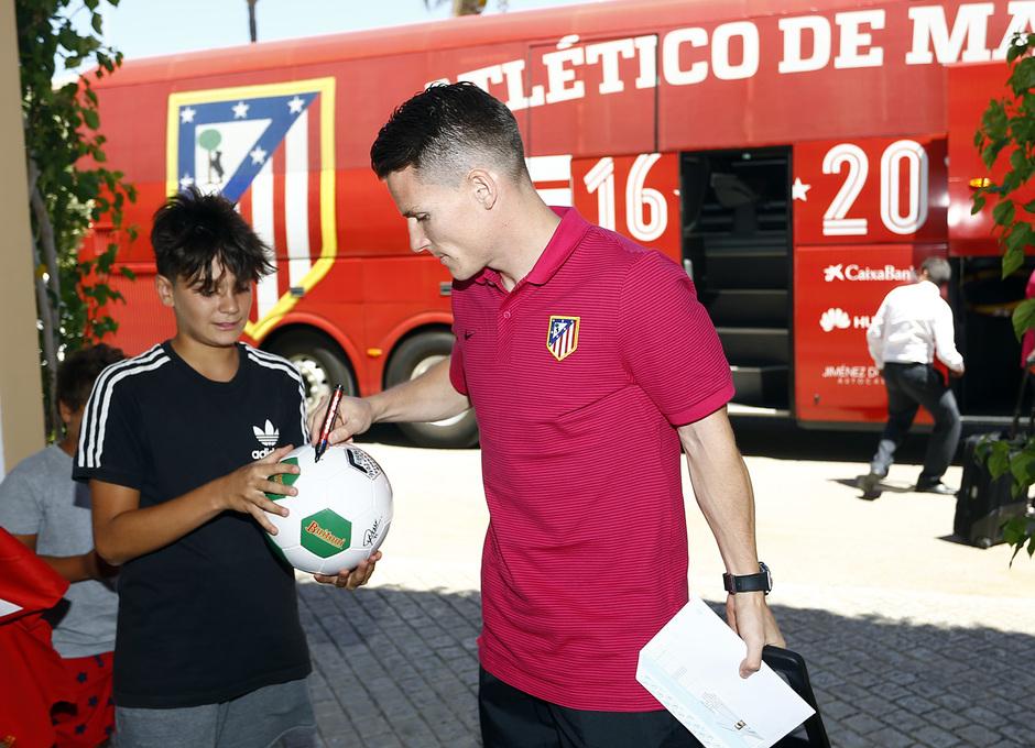 Llegada del equipo al hotel de concentración en Cádiz