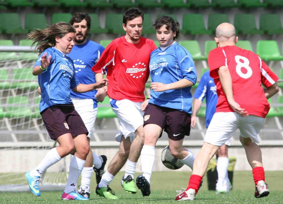 Temporada 2012-2013. Leire y Pisco durante el partido ante los periodistas