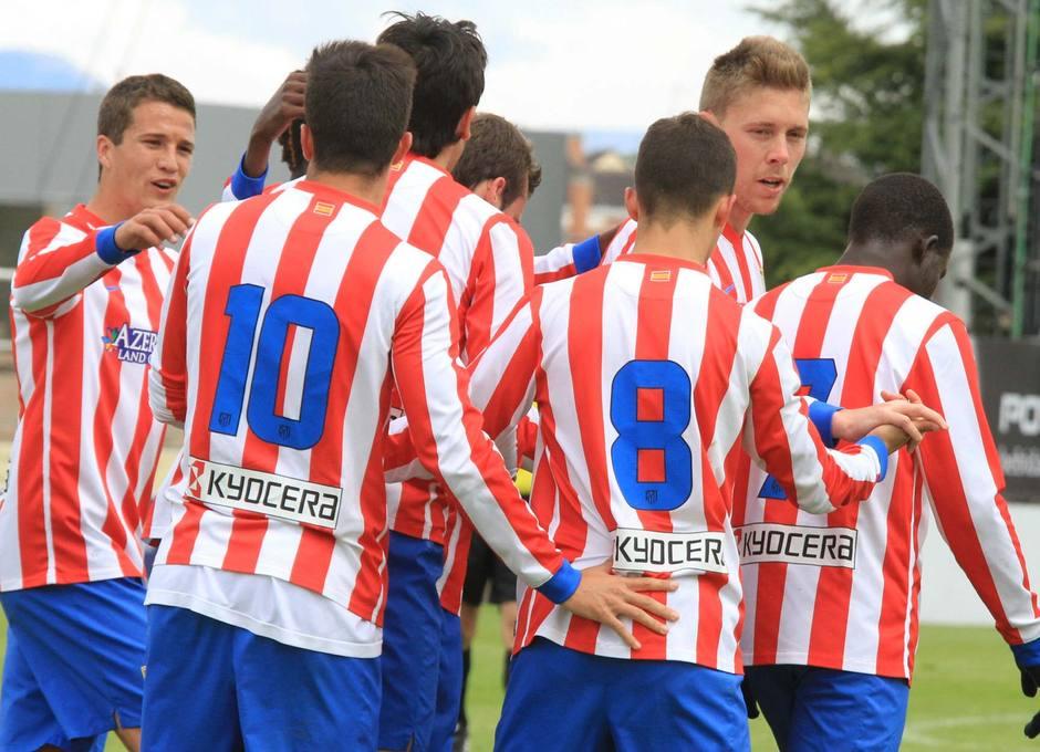 Los jugadores del Atlético B celebran uno de los goles ante el Alcalá