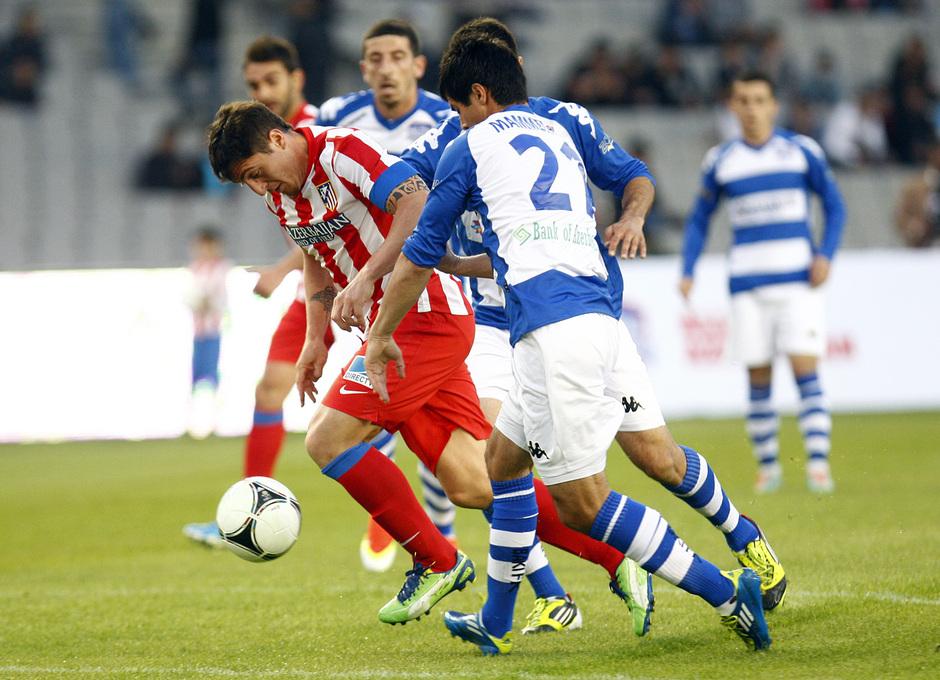 Cristian Rodríguez disputa un balón contra el All Star Azerbaijan en Bakú
