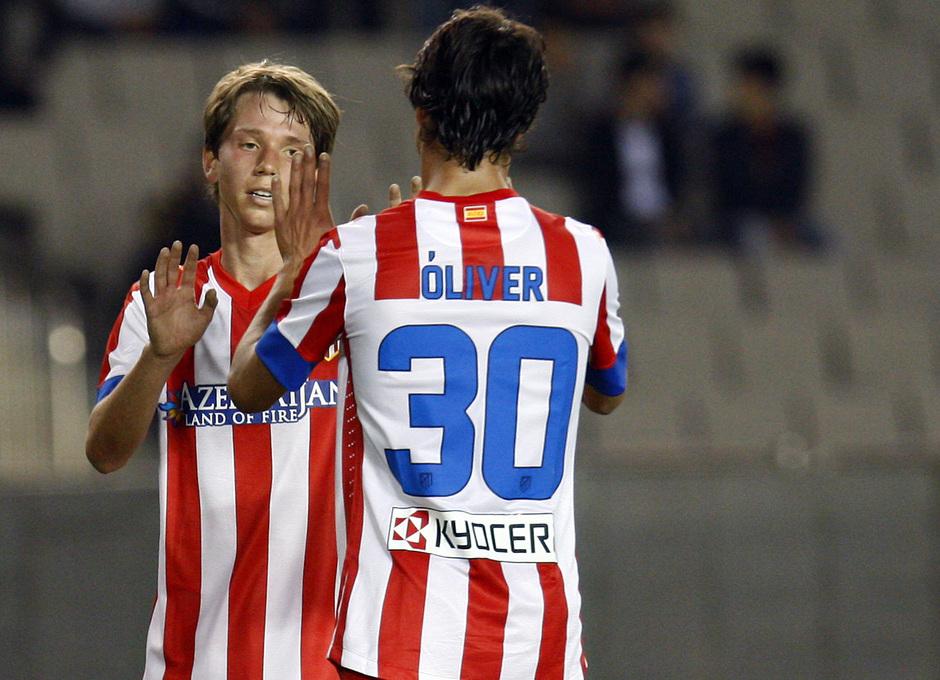 Temporada 2012-2013. Amistoso en Azerbaijan. Villa y Óliver celebran el gol conseguido por este último