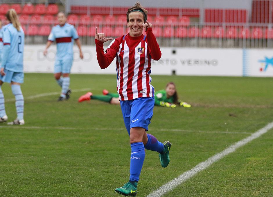 Sonia, autora del primer gol y que dio dos asistencias, celebra su diana