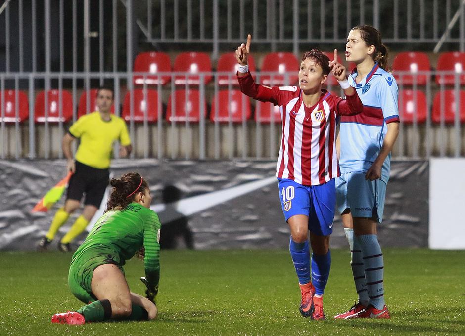 Amanda festeja su gol ante el Levante, el quinto del equipo