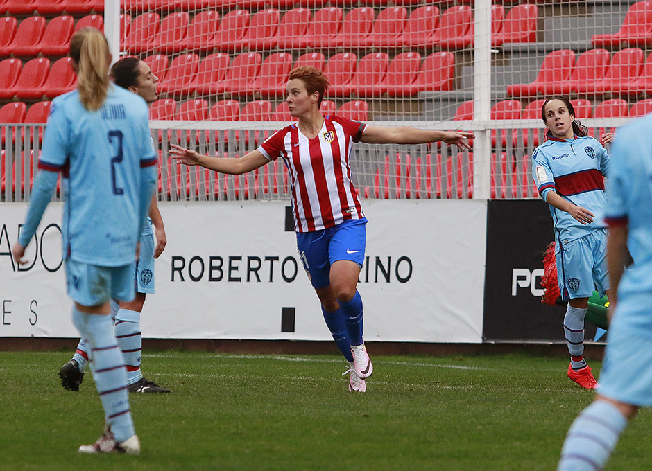 Priscila celebra uno de los dos goles que le hizo al Levante