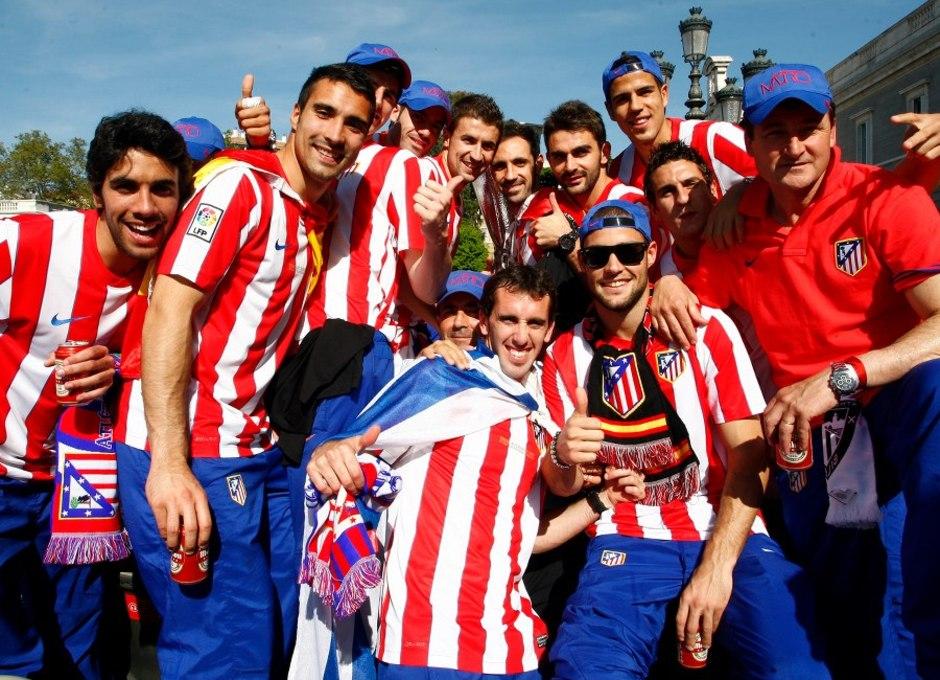 Temporada 2011-2012. Campeones de la Europa LEAGUE. Los jugadores celebran la Europa League por las calles de Madrid