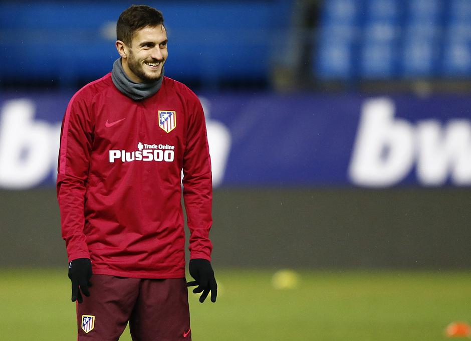 temporada 16/17. Entrenamiento en el estadio Vicente Calderón. Koke sonriendo durante el entrenamiento