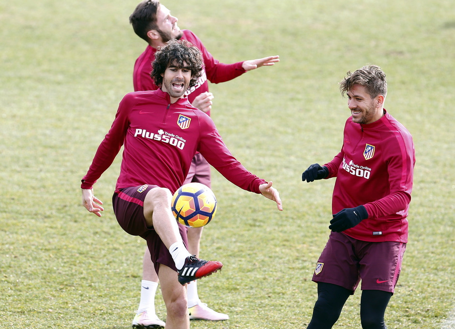 Temporada 2016-2017. Entrenamiento en la ciudad deportiva Wanda Atlético de Madrid 16_02_2017. Tiago y Cerci.