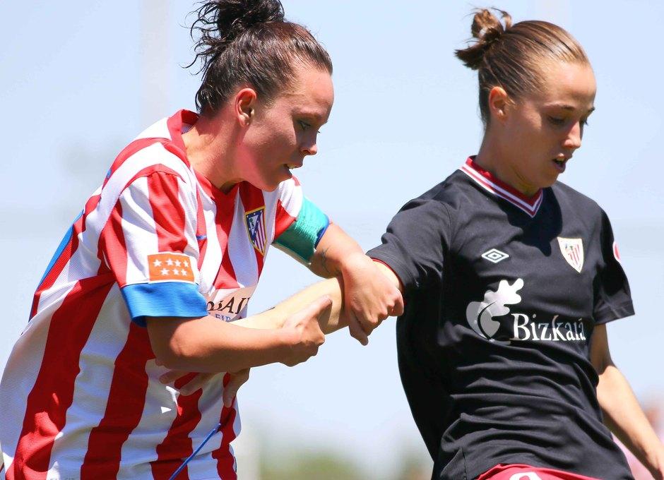Temporada 2012-2013. Amanda pelea un balón con Leire