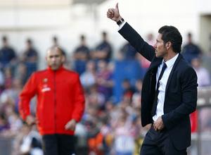 Temporada 12/13. Partido Atlético de Madrid - Barcelona. Simeone hace un gesto de ok