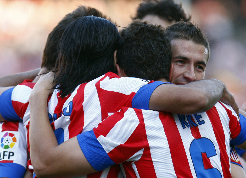 Temporada 12/13. Partido Atlético de Madrid - Barcelona. Celebración gol de Falcao, piña