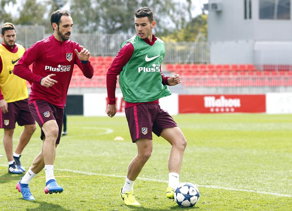 Temporada 2016-2017. Entrenamiento de la primera plantilla. 13_03_2017. Lucas y Juanfran.