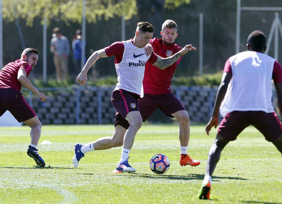 Temporada 2016-2017. Entrenamiento de la primera plantilla. 18_03_2017. Torres.