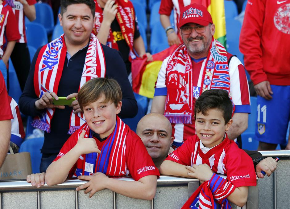 Temp. 16/17 | Atlético de Madrid - Sevilla | Afición padres e hijos