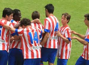 Los juveniles rojiblancos celebran el segundo gol, obra de Rubén
