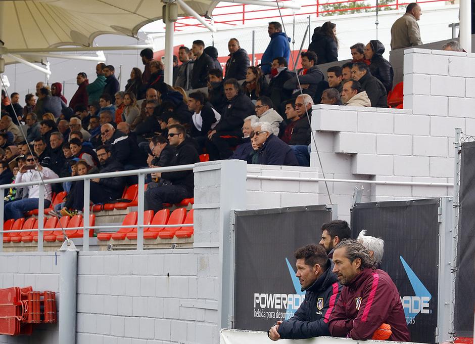 Temporada 16/17 | Atlético B - Villaverde | Simeone presenció el partido del filial