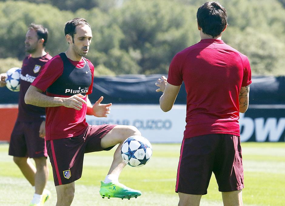 Temporada 16/17 | 07/05/2017 | Entrenamiento en la Ciudad Deportiva Wanda | Juanfran