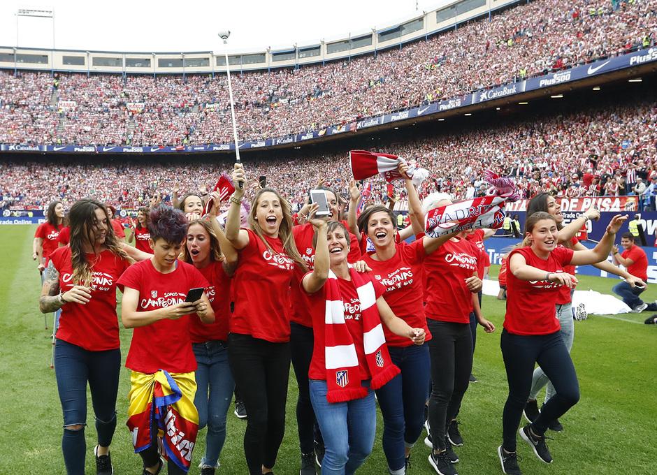 Temp. 16/17 | Homenaje Femenino en el Calderón por ser campeonas