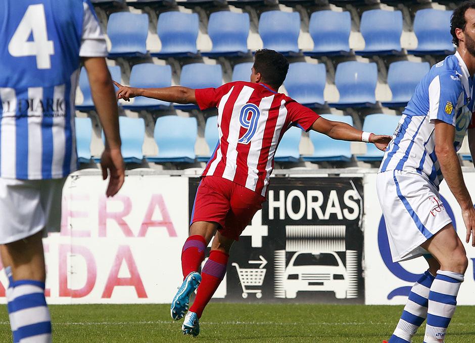 Zaka celebra el gol del Atlético B en Torrelavega frente a la Gimnástica