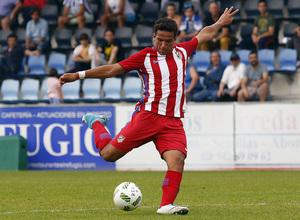 Zaka dispara en la jugada del gol del triunfo del Atlético B en Torrelavega