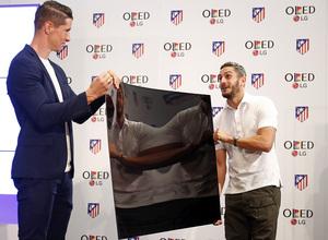 Temporada 16/17. Acto presentación LG OLED. Vicente Calderón. Torres y Koke.
