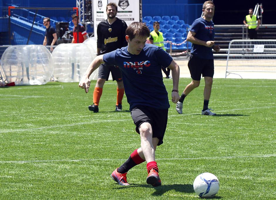 Los participantes de Impredible_02 jugaron al fútbol en la cancha de fútbol 7