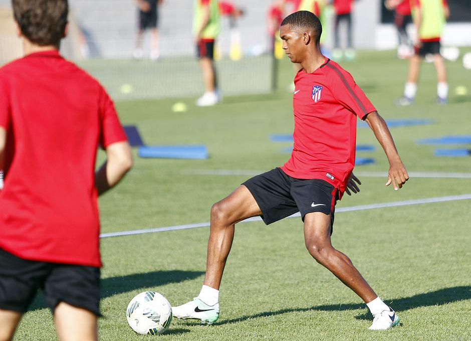 Temp. 17-18 | Primer entrenamiento de la temporada del Atlético de Madrid B | Manny