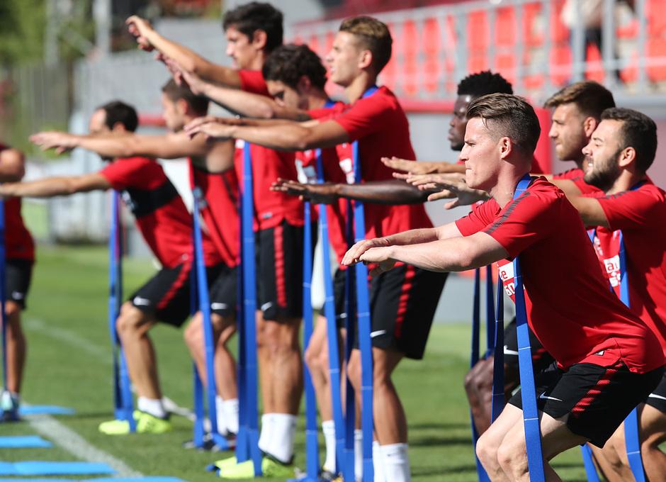 temporada 17/18. Entrenamiento en la ciudad deportiva Wanda.  Jugadores realizando ejercicios durante el entrenamiento