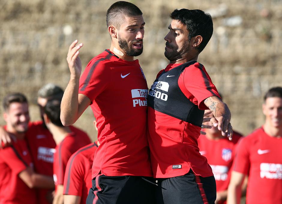 temporada 17/18. Entrenamiento en la ciudad deportiva Wanda.  Carrasco y Augusto realizando ejercicios físicos durante el entrenamiento