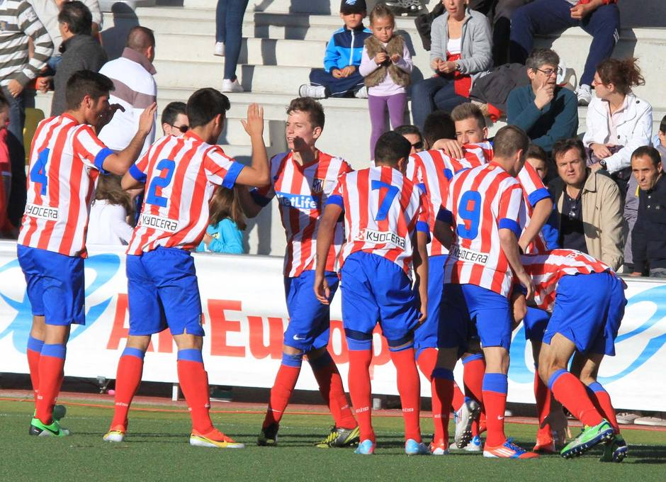 Los jugadores del Atlético de Madrid Juvenil LN celebran el segundo gol ante el Real Madrid en el Mundialito Sub-17