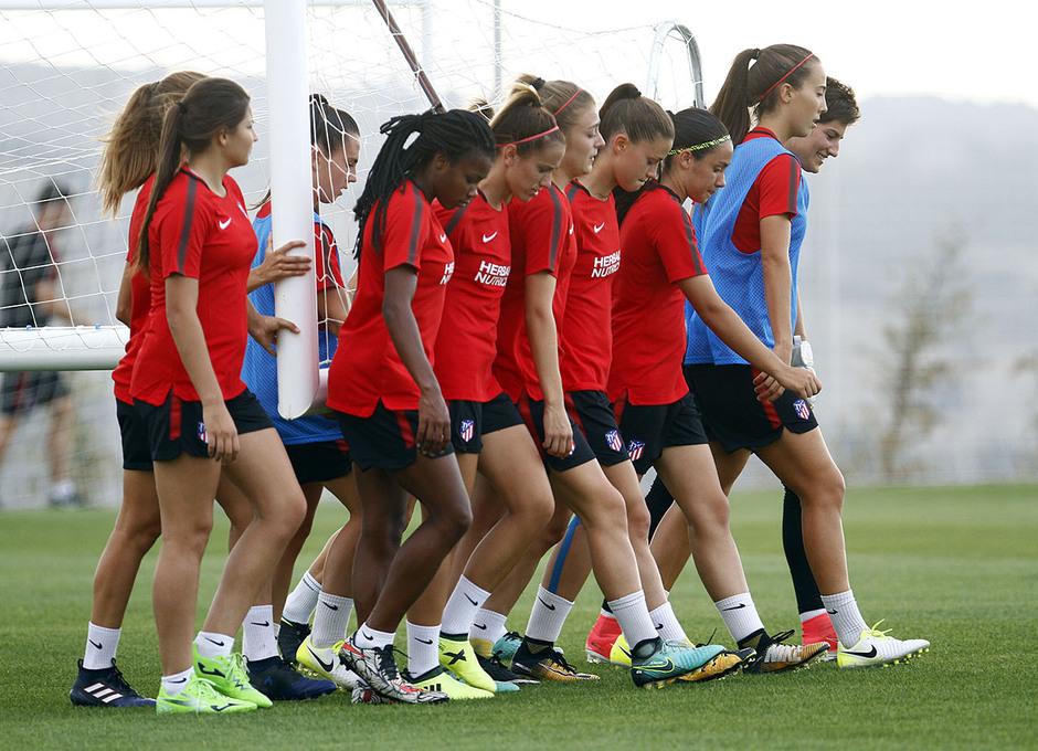 Temporada 16/17. Entrenamiento del Atlético de Madrid Femenino en LASR.