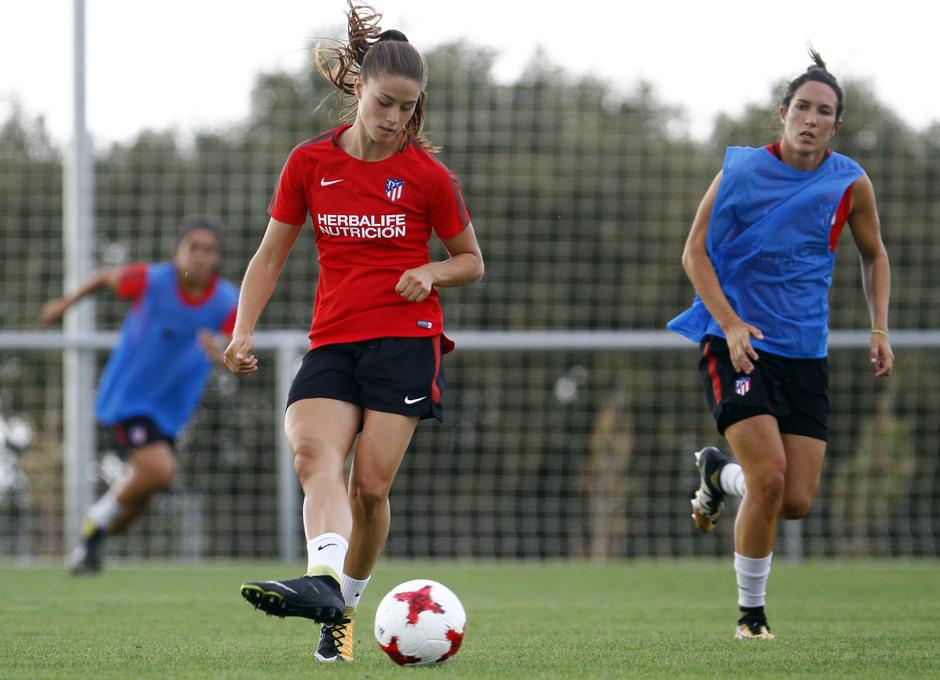 Temporada 16/17. Entrenamiento del Atlético de Madrid Femenino en LASR. Viola.