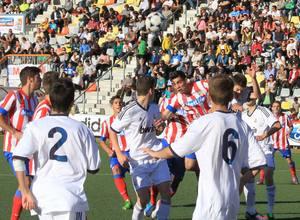 Llama cabecea a la red el primer gol ante el Real Madrid en la semifinal del Mundialito Sub-17