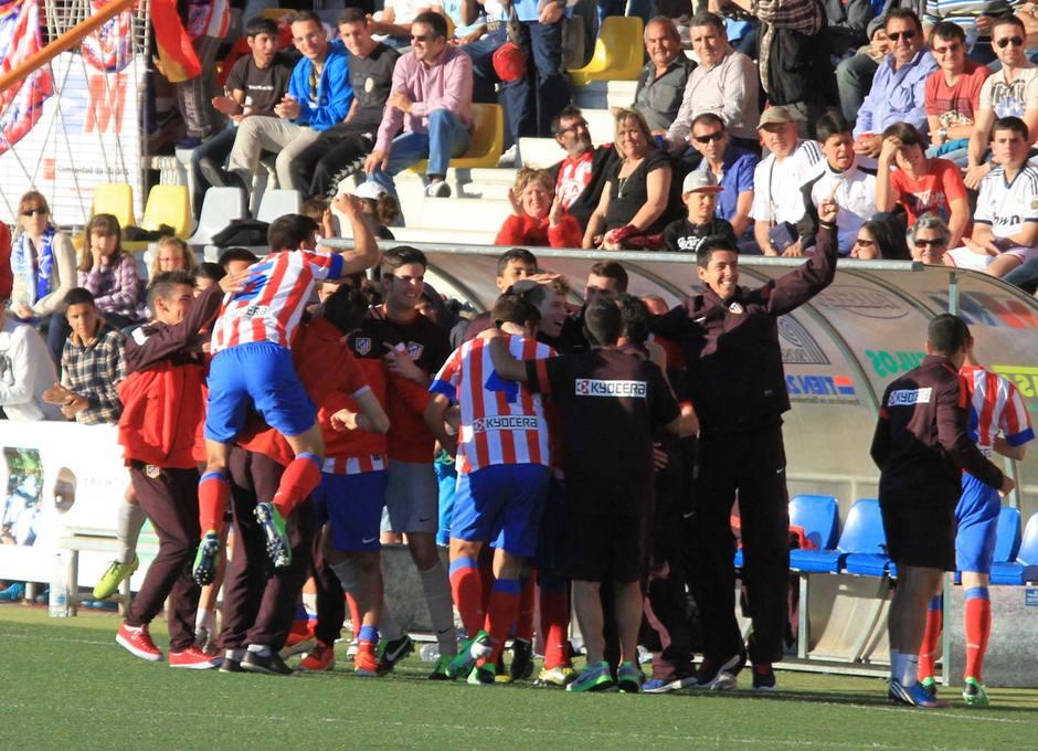 Los jugadores rojiblancos festejan el pase a la final del Mundialito sub-17 tras derrotar al Real Madrid en la semifinal por 0-2