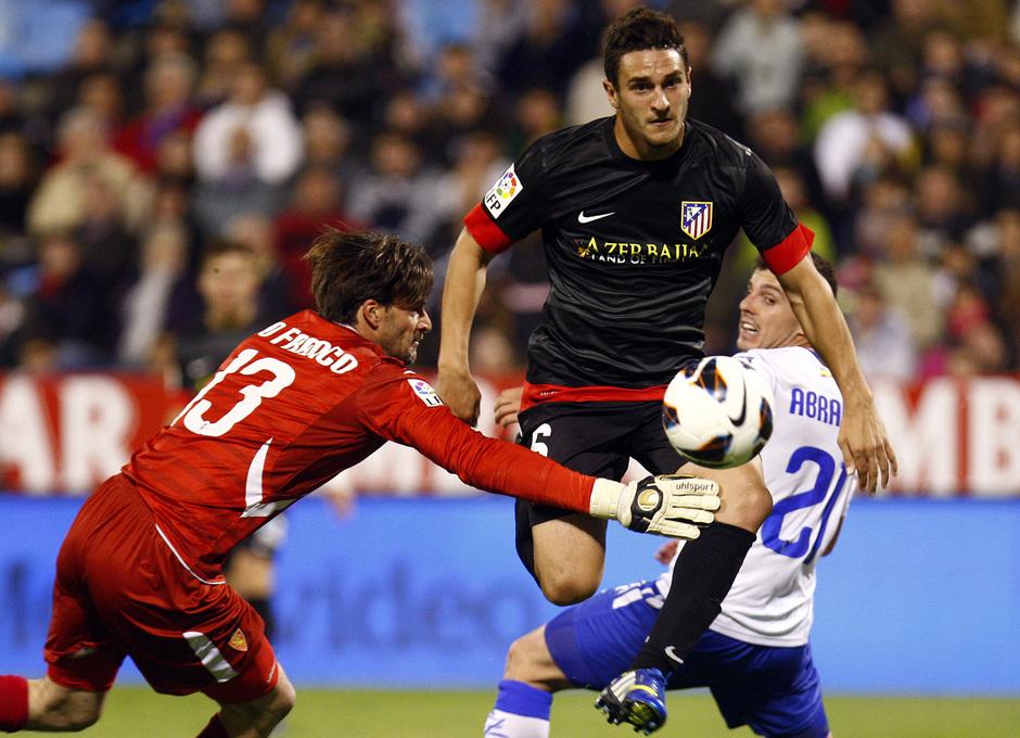 Temporada 12/13. Real Zaragoza - Atlético de Madrid. Koke en un lance del partido de La Romareda