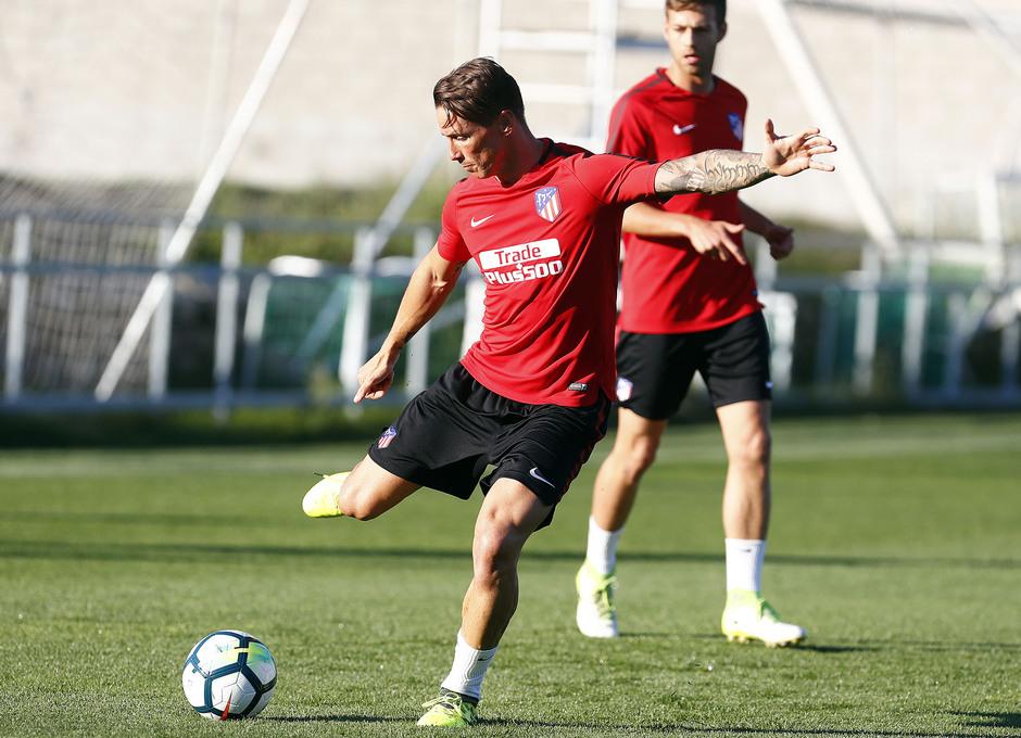 Temporada 17/18. Entrenamiento en la ciudad deportiva Wanda Atlético de Madrid 05-09_2017. Fernando Torres.