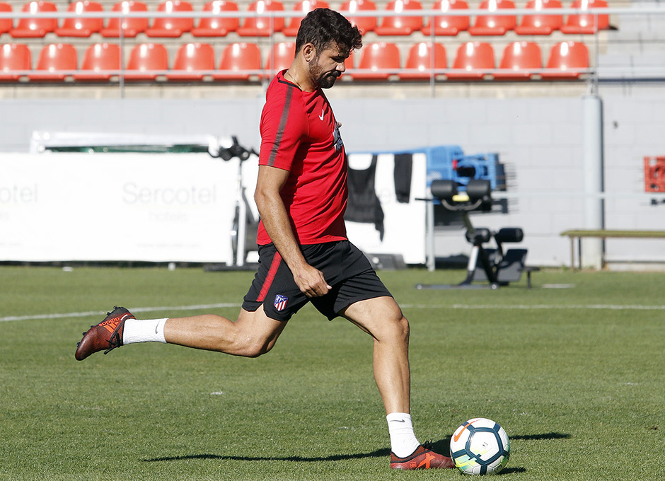 Temporada 17/18 | 03/10/2017 | Entrenamiento en la Ciudad Deportiva Wanda | Diego Costa