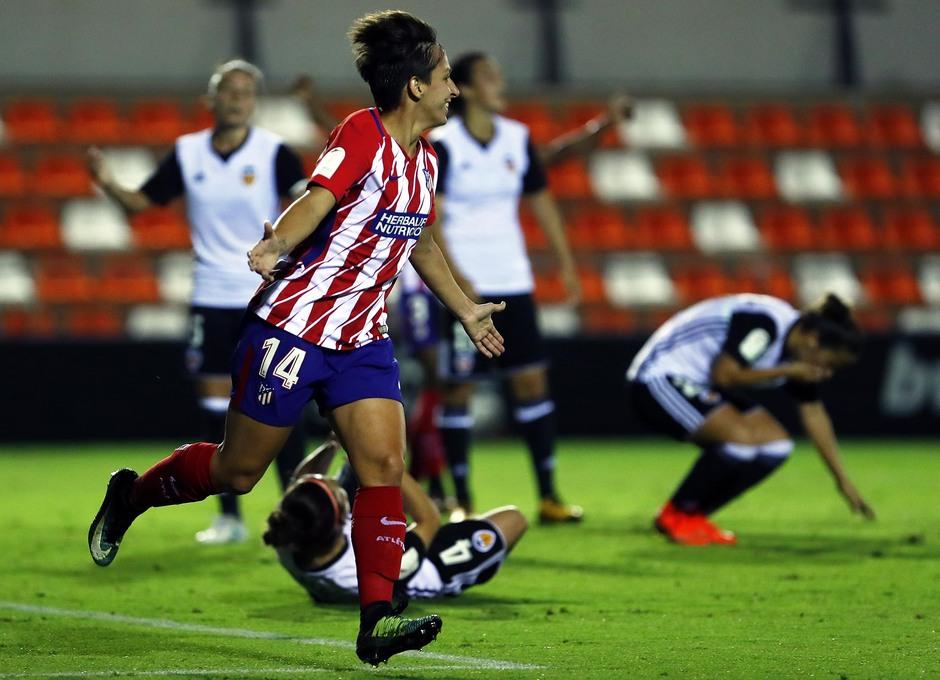 Temporada 17/18. Partido entre el Valencia Femenino contra el Atlético de Madrid Femenino. Corredera celebra el gol.