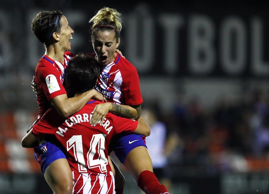 Temporada 17/18. Partido entre el Valencia Femenino contra el Atlético de Madrid Femenino. Celebración.